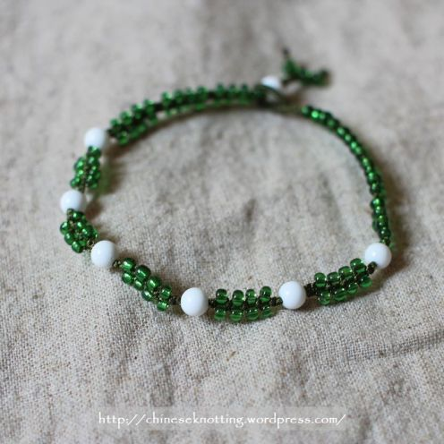 Beading bracelet, glass bead and shell beads